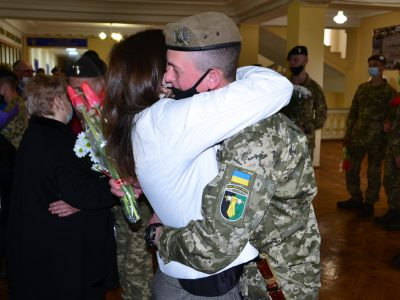Як харківські курсанти вітали своїх матусь