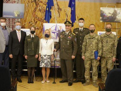 Богунівцям презентували виставку, присвячену діяльності НАТО в Україні