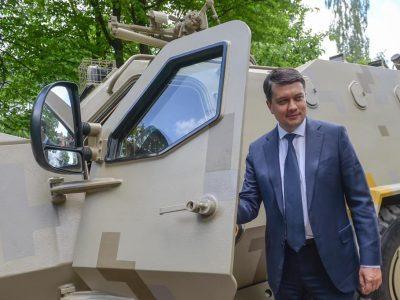На 100% завантажено замовленнями: Дмитро Разумков відвідав Львівський бронетанковий завод
