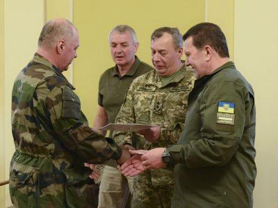 В Офісі Президента вручили посвідчення учасника бойових дій 26 добровольцям батальйону «Айдар»