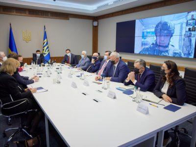 Глава держави обговорив з сенаторами США безпекову ситуацію на Донбасі та вздовж українсько-російського кордону
