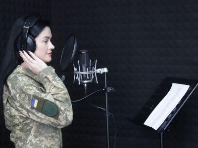 В оркестрі 8-го навчального центру є своя вокальна студія, де народжуються пісні про українських захисників