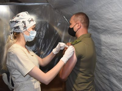 Вакцинація в ООС: першу дозу отримали понад 26000 військовослужбовців