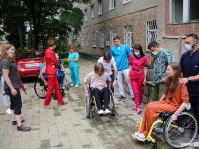 У Львові проходить семінар для фахівців, які лікують пацієнтів з травмами спинного мозку