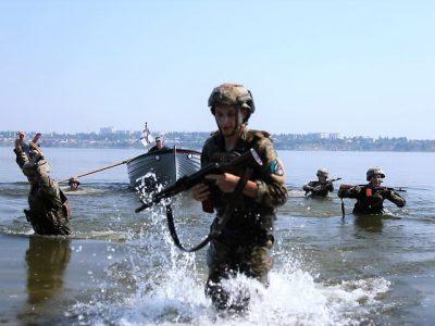 Як курсанти-морпіхи на ялах форсували водні перешкоди
