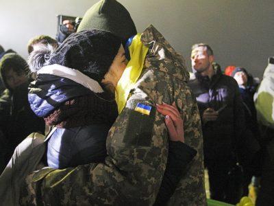 Мінреінтеграції виплатило кошти 24 звільненим з полону українцям