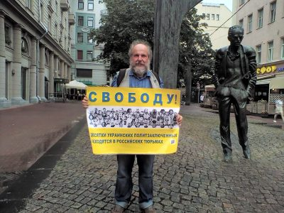 Активісти в Росії провели одиночні пікети на підтримку кримських татар
