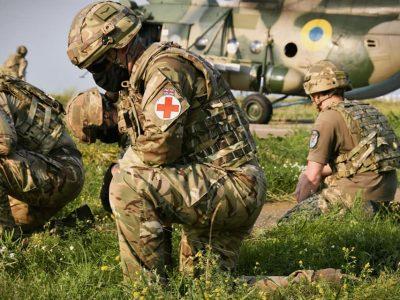 «Козацька булава – 2021»: українські та британські військові провели спільне навчання з аеромедичної евакуації