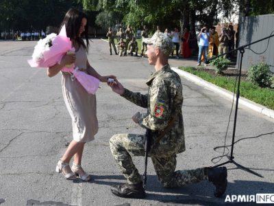 На Полтавщині молоді зв'язківці складали Військову присягу та… освідчувались у коханні