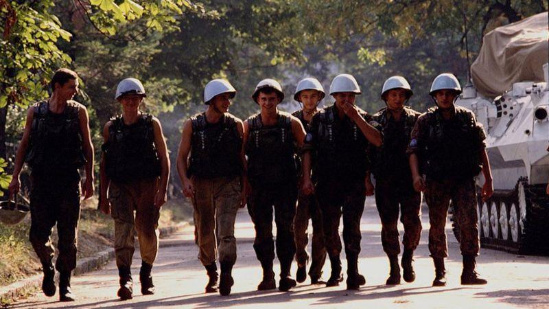 https://armyinform.com.ua/wp-content/uploads/2021/07/ukrayinski-myrotvorczi-v-sarayevo-1992-rik.jpg