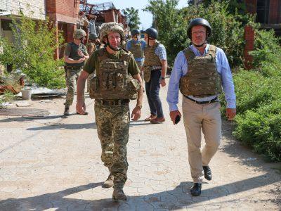Депутати Європарламенту відвідали Маріуполь і прифронтове Широкине