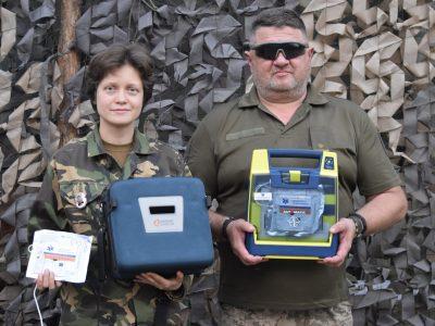 Волонтери подарували медикам бригади імені Костя Гордієнка дефібрилятор