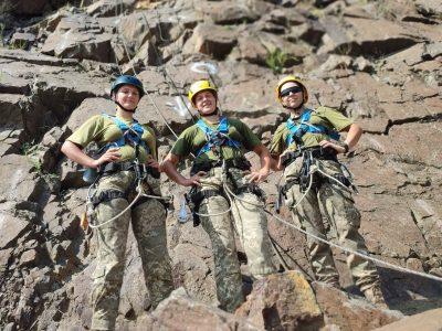 Військовослужбовці проходять курс гірської підготовки на полігоні в районі проведення ООС