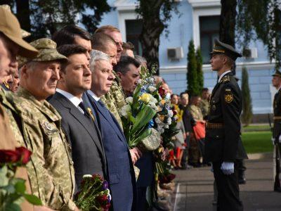 Репортаж: як керівництво держави вшанувало пам'ять полеглих на Сході України захисників