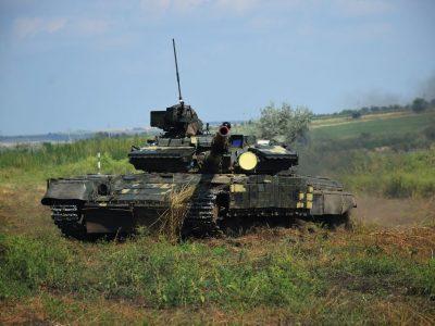 Підрозділи окремої танкової бригади зі складу Об'єднаних сил тренуються до виконання бойових завдань
