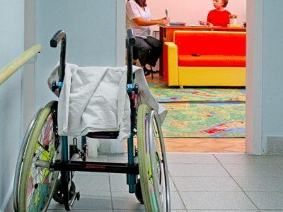 Дітям з інвалідністю, постраждалим від вибухонебезпечних предметів, збільшили соціальну допомогу