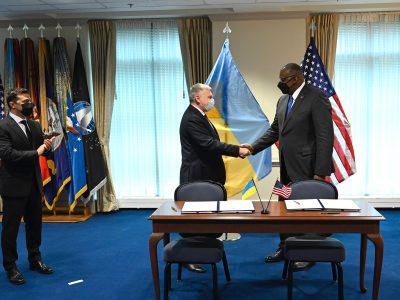 Андрій Таран та Ллойд Остін підписали українсько-американську міжурядову Угоду про проєкти у сфері досліджень, розробок, випробувань і оцінки