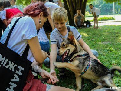Для воїнів, їхніх сімей і скалічених війною собак, або Як працює кінологічна школа DOG FRIEND
