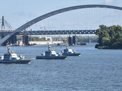 Як на дніпровських водах моряки готуються до параду на День Незалежності