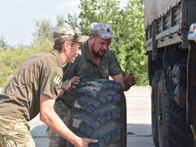 У районі проведення ООС визначено найкращого військового водія вантажного автомобіля