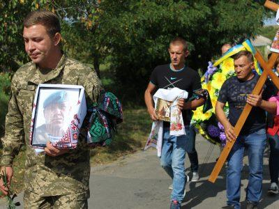 На Кіровоградщині в останню путь провели загиблого солдата Олексія Куленка