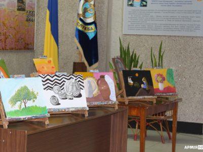 У Військово-медичному клінічному центрі Центрального регіону пройшла виставка дитячих малюнків