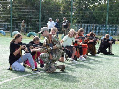 До викладання предмета  «Захист України» залучатимуть військовослужбовців, волонтерів та ветеранів