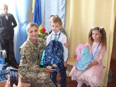 Учнів із особливостями в розвитку з початком навчального року привітали вінницькі військові медики