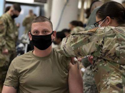 Військових США зобов'язали до 15 грудня вакцинуватися від COVID-19