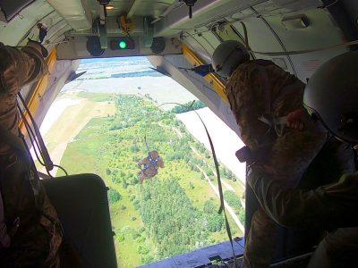 Проведено льотні випробування літака Ан-26 для десантування із застосуванням парашутних систем Т-11