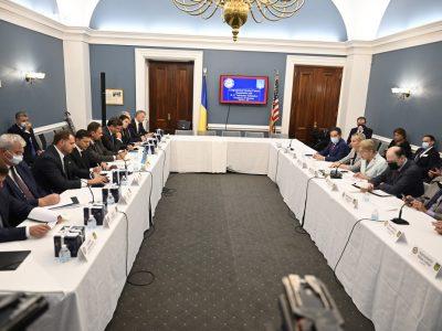 Президент України провів зустріч з представниками Українського кокусу в Конгресі США