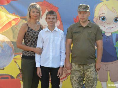 Cина загиблого військового побратими провели до школи