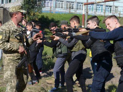 Кам'янські юнаки опановують основи тактичних дій на полі бою