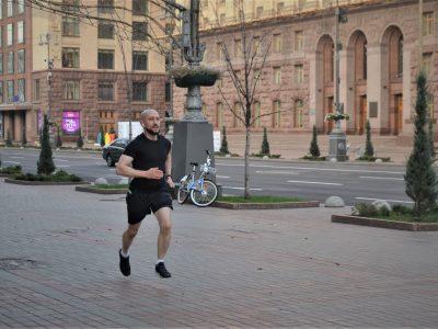 «Коли Київ тільки-но прокидається, мої кросівки вже бігають»