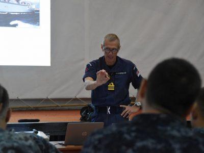Британські моряки передають досвід з протимінної безпеки