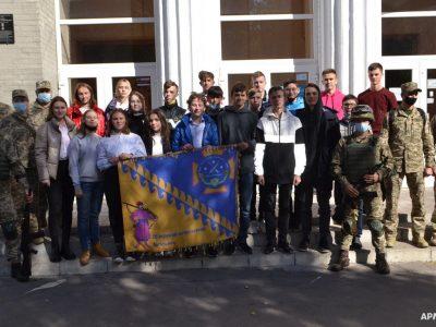 Українські воїни провели урок мужності для випускників школи у Дніпрі