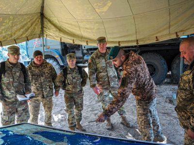 Одна бригада — в наступі, друга — в обороні: у морській піхоті відбулися двосторонні командно-штабні навчання