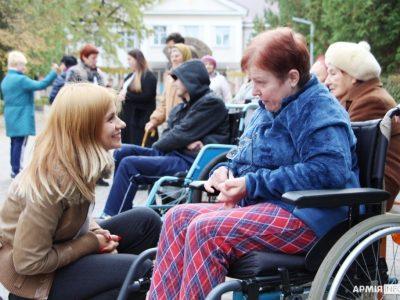 На Рівненщині поранених ветеранів війни частували святковим обідом