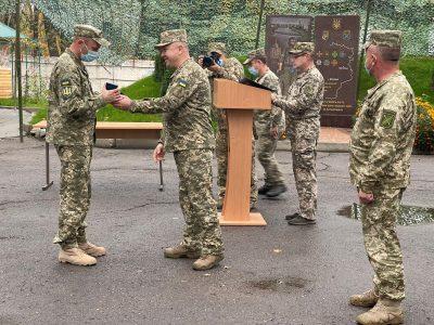Військовослужбовців, які беруть участь у бойових діях на Сході України, нагородили відзнаками РНБО