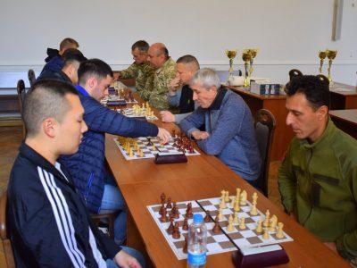 Наші піхотинці та американські вояки «стінка на стінку» в шахи грали