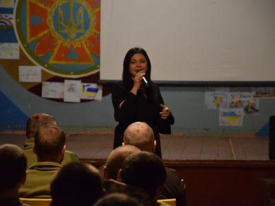 Відома українська співачка Оксана Муха завітала з концертом до Королівської бригади
